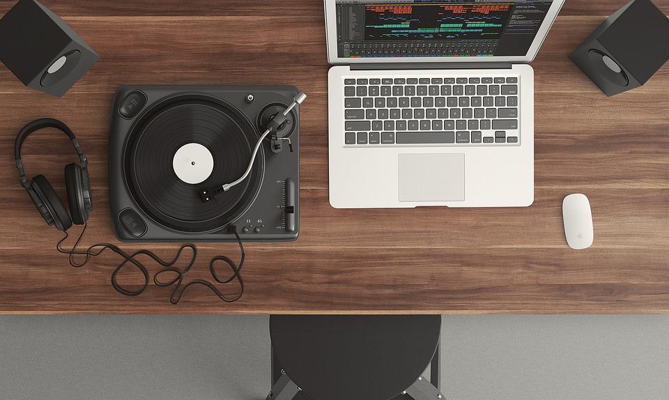 Computer og pladespiller