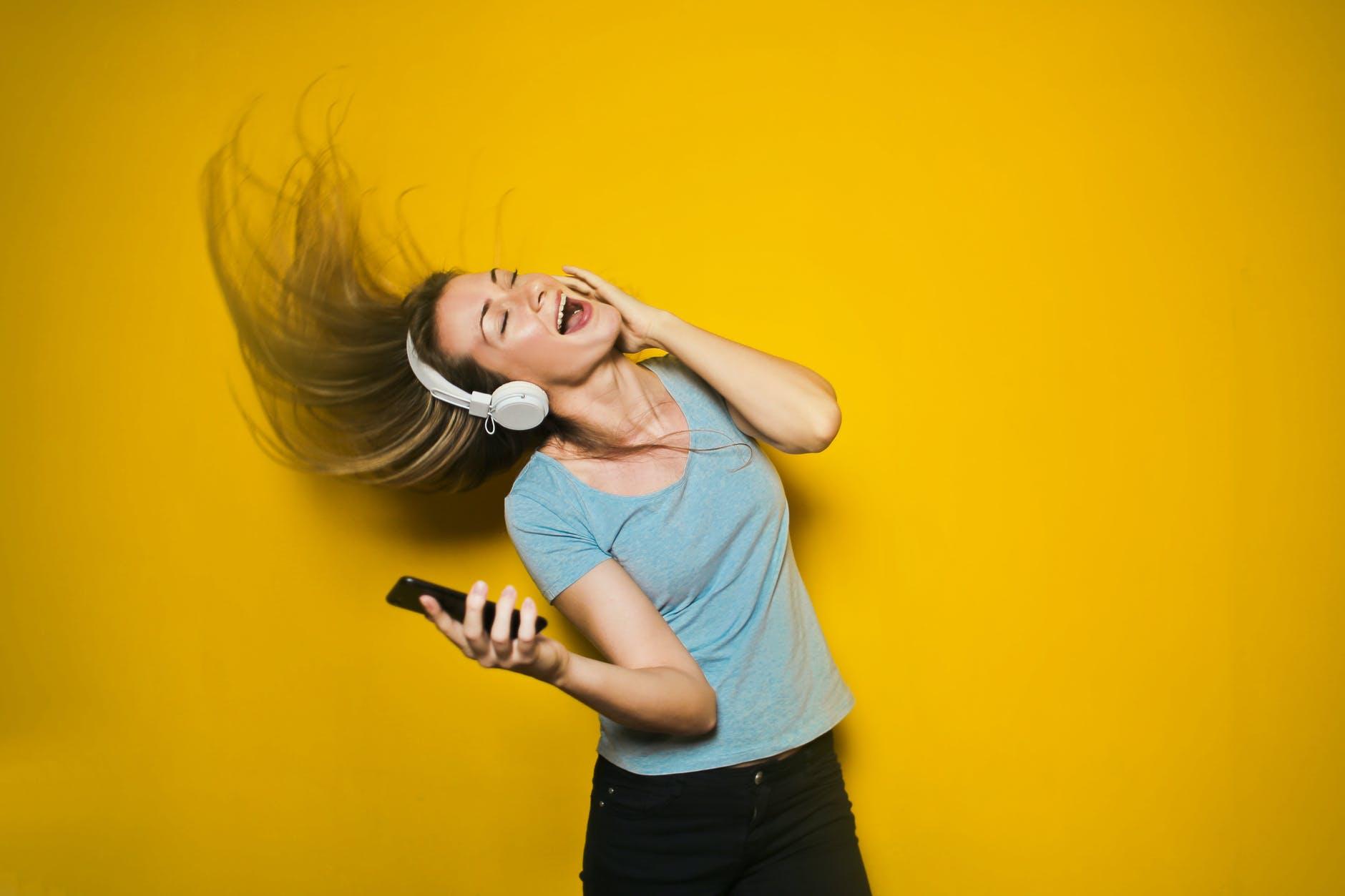 Dansende kvinde